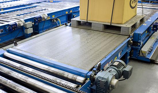 Plastic belt powered pallet conveyor
